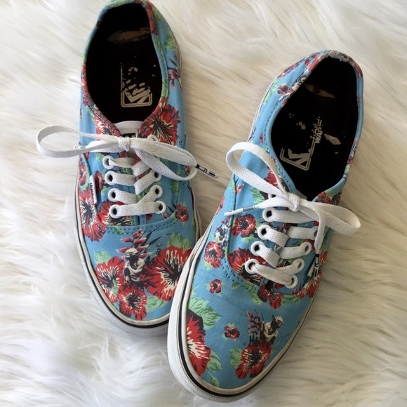 069e86cb67 Vans Aloha Yoda Star Wars Floral Sneakers